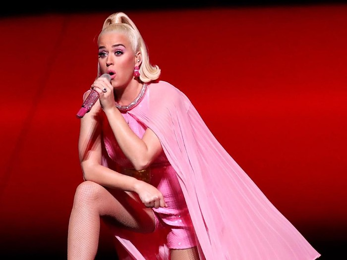 MELBOURNE, AUSTRALIA - MARCH 08: Katy Perry performs on stage with the Australian team during a concert after their victory in the ICC Womens T20 Cricket World Cup Final match between India and Australia at the Melbourne Cricket Ground on March 08, 2020 in Melbourne, Australia. (Photo by Cameron Spencer/Getty Images)