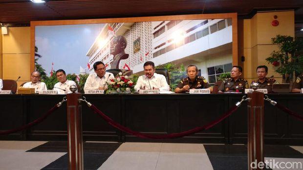 Konferensi pers Kejagung bersama BPK soal kerugian negara Skandal Jiwasraya
