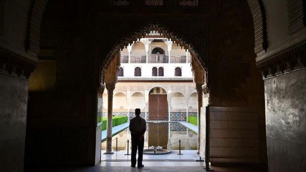 Alhambra di Granada menjadi jejak kerajaan Islam di Spanyol.