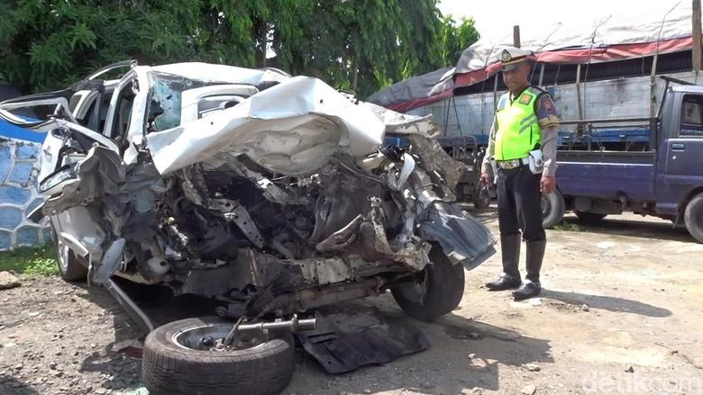 Olah TKP kecelakaan lalu lintas di Pantura Rembang, 9/3/2020