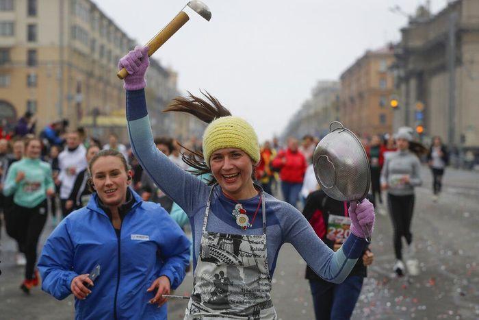 Beragam kegiatan menarik digelar guna memperingati Hari Perempuan Internasional di Belarus. Salah satu kegiatan yang ramai diikuti warga adalah lomba lari.