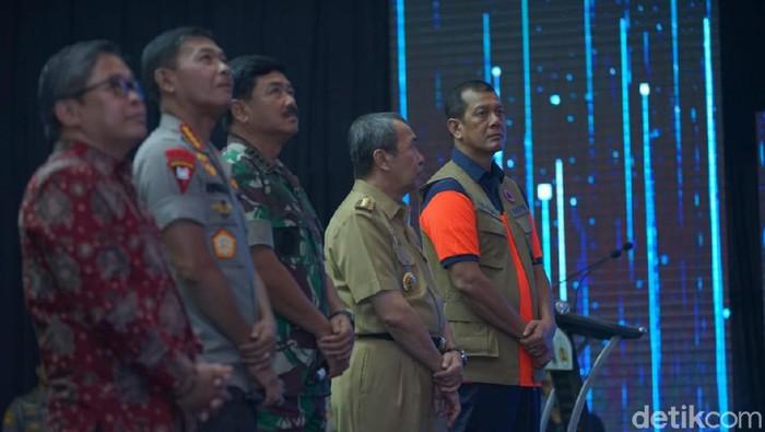 Panglima TNI Marsekal Hadi Tjahjanto bersama Kapolri Jenderal Idham Azis meresmikan aplikasi Lancang Kuning Nusantara.
