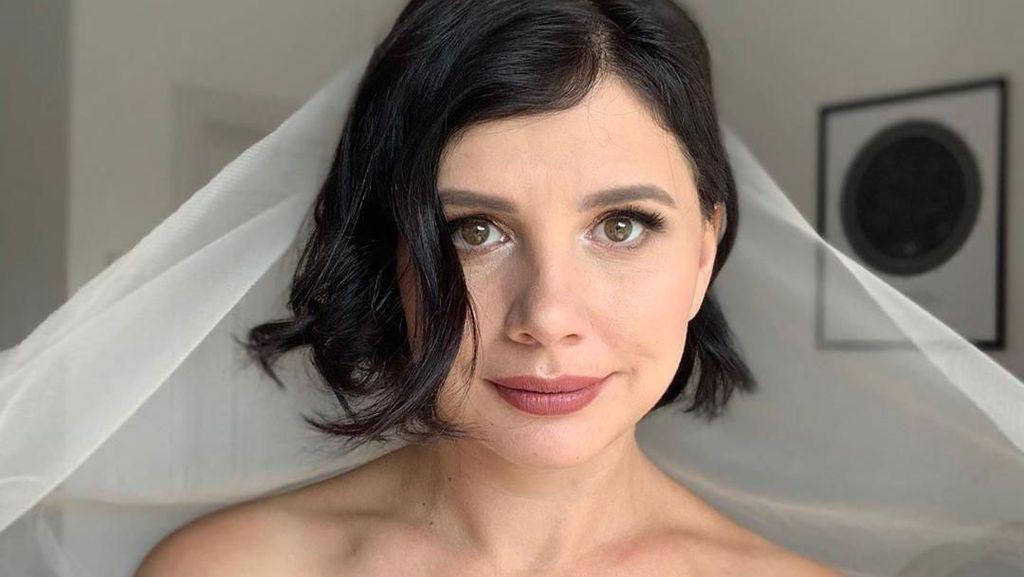 Foto: Selebgram Pacari Anak Tiri 15 Tahun Lebih Muda Diceraikan Suami