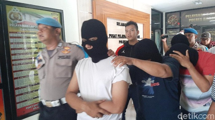 Penimbun Masker di Bogor