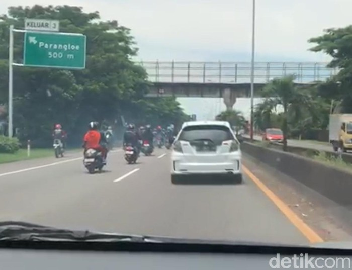 Video iring-iringan pengantar jenazah di Makassar masuk ke tol (Screenshot video viral)