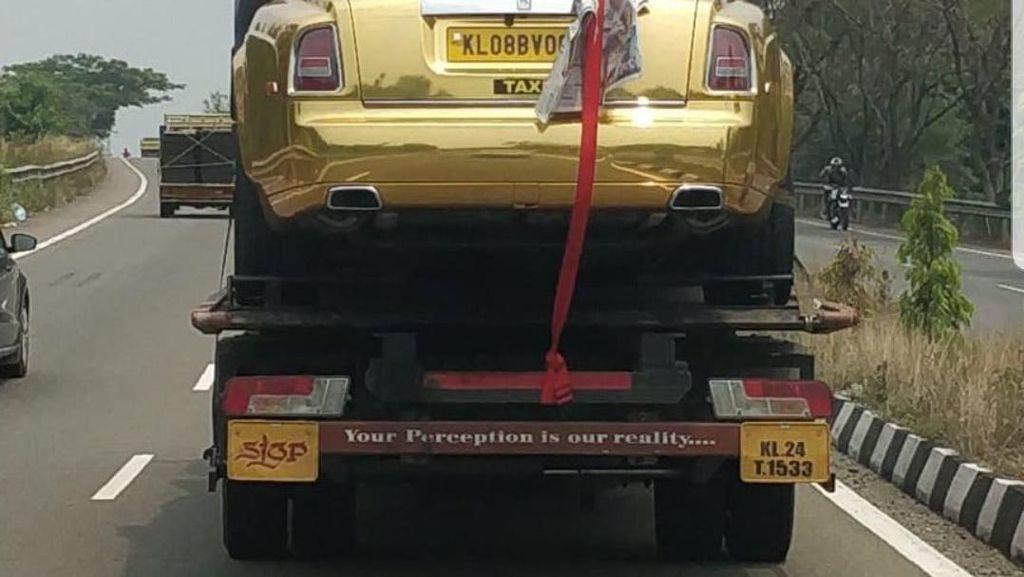 Bukan Limo, Taksi di Negara Ini Pakai Rolls Royce Berlapis Emas