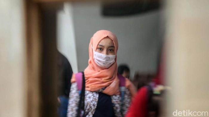 PT KAI menggelar sosialisasi pencegahan virus corona di Stasiun Pasar Senen, Jakarta. Sosialisasi digelar guna mencegah penyebaran COVID-19.
