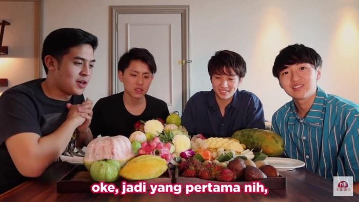 Orang Jepang cicipi buah Indonesia