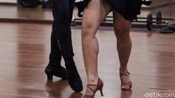 Dansa tidak melulu cuma soal joget. Kegiatan ini juga termasuk olahraga lho, bahkan dipertandingkan seperti cabang olahraga lainnya.