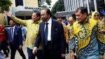 Momen Pelukan Surya Paloh dan Airlangga di DPP Golkar