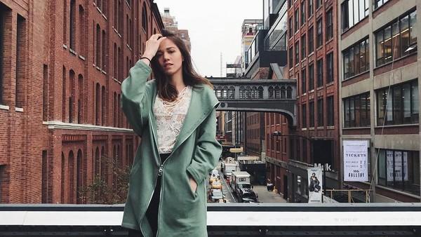 Ada juga potret cantik Kalista saat berada di High Line, New York. (Kalista Iskandar/Instagram)