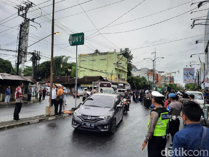 Arus lalu lintas di Pertigaan Gejayan usai aksi GejayanMemanggilLagi, Senin (9/3/2020).
