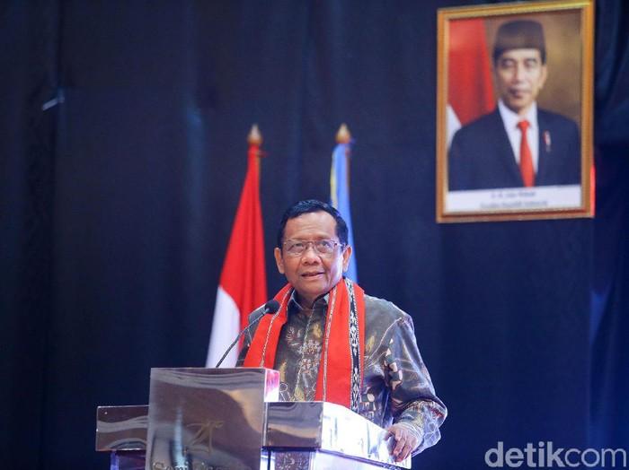 Menko Polhukam Mahfud MD membuka Forum Komunikasi dan Koordinasi di Jakarta, Selasa (10/3/2020). Forum ini dihadiri oleh Alumni Penerima Beasiswa Supersemar.