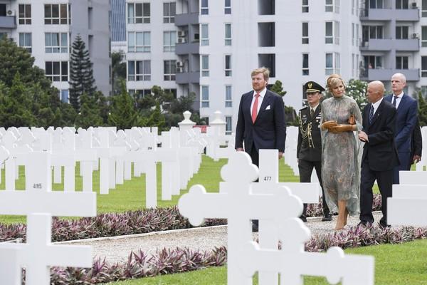 Ereveld Menteng Pulo, merupakan pemakaman sekitar 4.300 tentara Belanda pada Perang Dunia Kedua dan Perang Kemerdekaan RI.