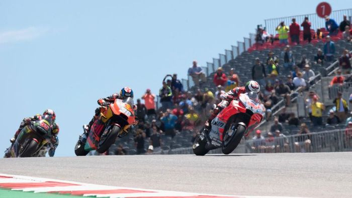 AUSTIN, TX - APRIL 22:  Jorge Lorenzo of Spain and Ducati Team leads the field during the MotoGP race during the MotoGp Red Bull U.S. Grand Prix of The Americas - Race at Circuit of The Americas on April 22, 2018 in Austin, Texas.  (Photo by Getty Images/Getty Images)