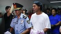 Ronaldinho Keluar dari Penjara Usai Bayar Uang Jaminan