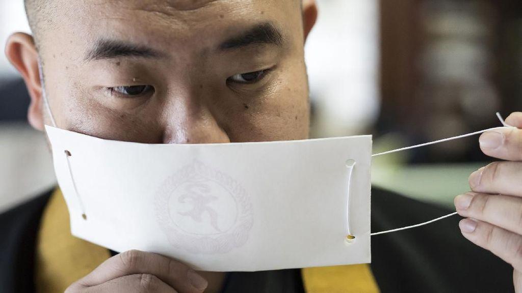 Antisipasi Corona, Kuil di Jepang Ini Produksi Masker Kertas
