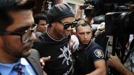 Penampakan Ronaldinho Saat Ditangkap Polisi Paraguay