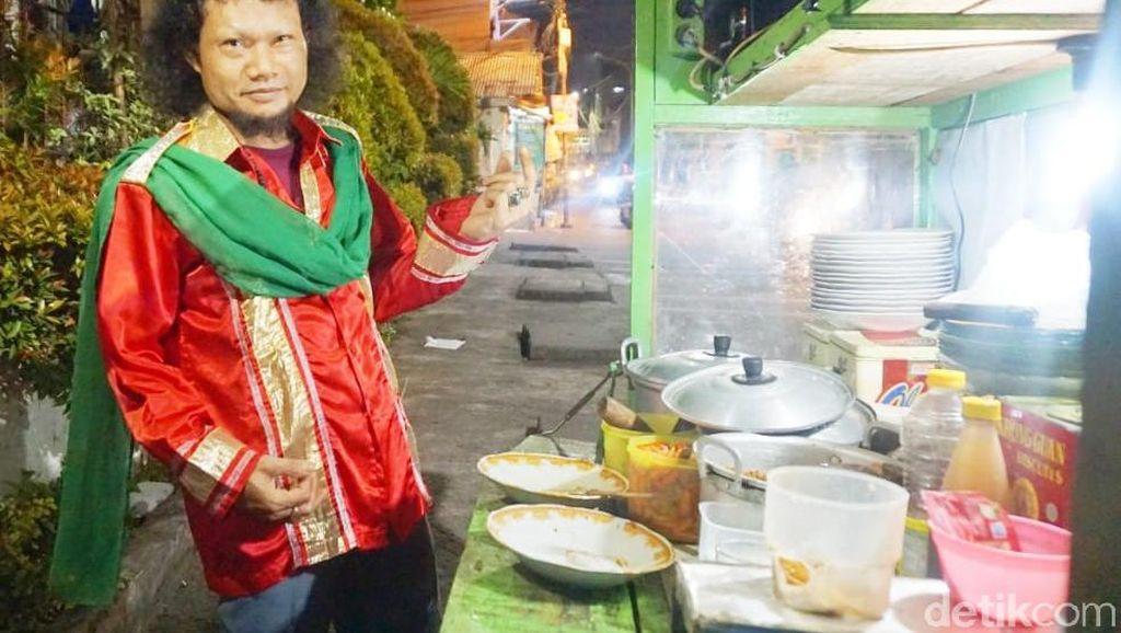 Penjual Ketoprak Mirip Rhoma Irama Pernah Dibully Karena Dandan Ala Raja Dangdut