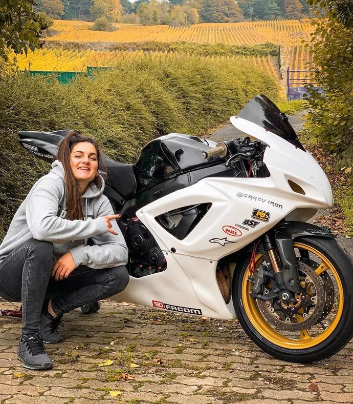 Sarah Lezito Stunt Rider