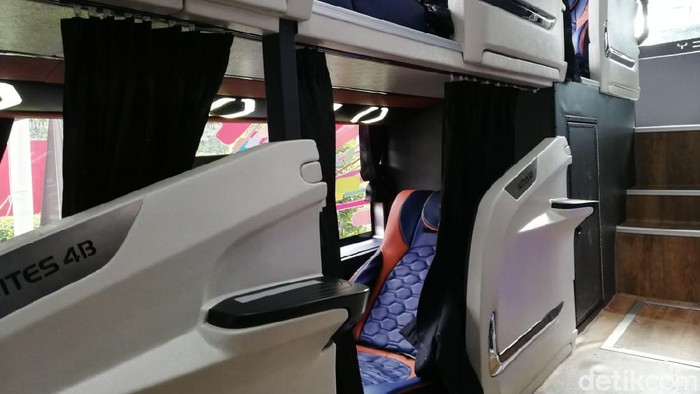 Sleeper Bus CV Laksana