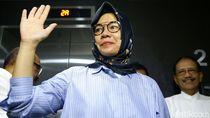 Lambaikan Tangan, Karen Agustiawan Keluar Rutan Kejagung