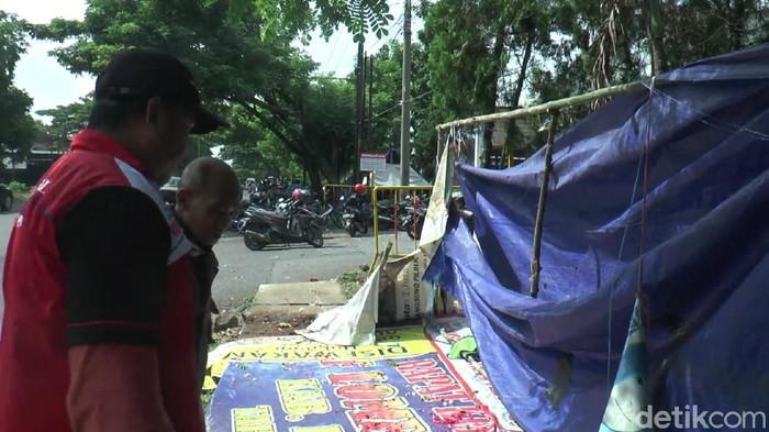 Lokasi mobil tabrak tenda buruh mogok kerja