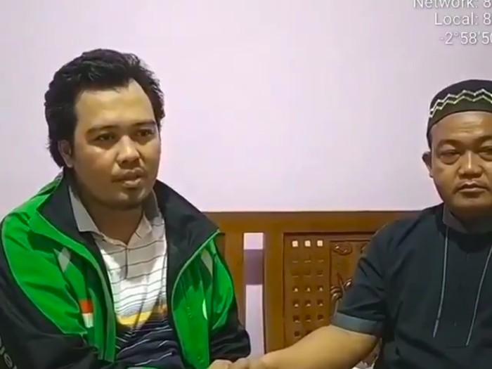 Driver ojol yang tampari kasir di Palembang berkali-kali minta maaf (Screenshot video viral)