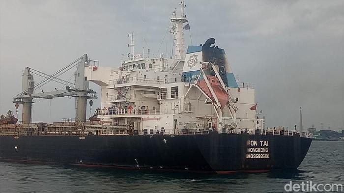 Kapal berbendera Hong Kong ditangkap TNI AL atas dugaan pelanggaran UU Pelayaran (dok. TNI AL)