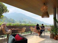 Sama Dengan Cafe : Menikmati Iga Cobek Dengan Panorama Pegunungan