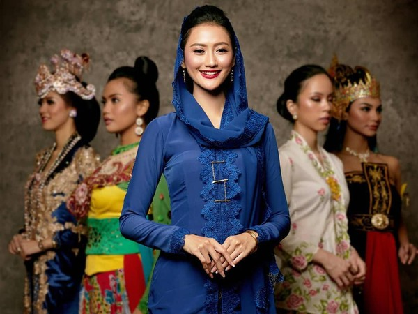 Berikut ini adalah pakaian adat khas Jawa Timur yang dikenakan oleh Roro Ayu Maulida Putri, sang pemenang Puteri Indonesia 2020. (officialputeriindonesia/instagram)