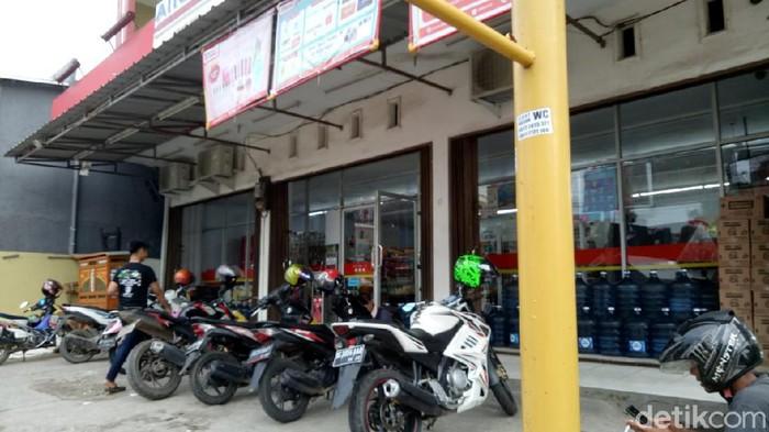 Minimarket lokasi driver ojol tampari kasir berkali-kali (Raja Adil Siregar/detikcom)