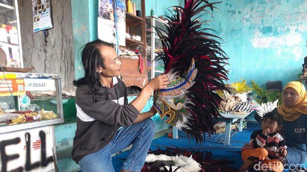 Kisah Perajin Kostum Reog dari Lereng Merapi