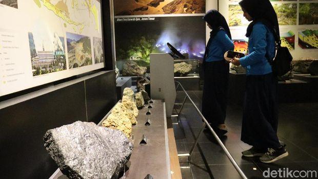 Bukan Sembarang Batu, Ini Koleksi Berharga Museum Geologi Bandung