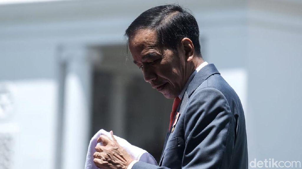 Jokowi yang Langsung Fokus Tangani Corona Usai Makamkan Ibunda
