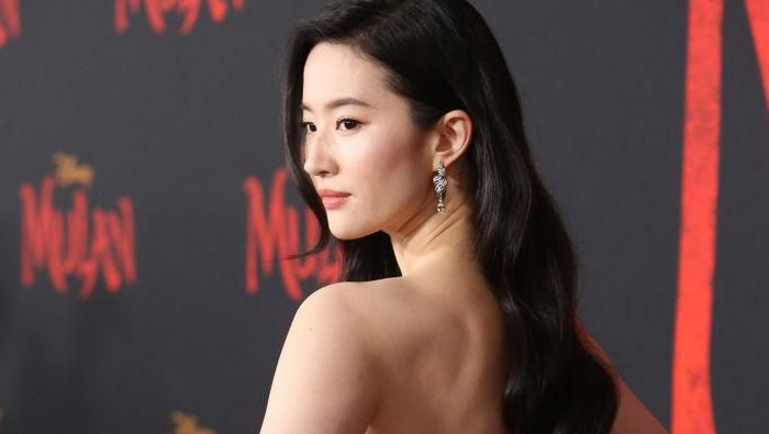 HOLLYWOOD, CALIFORNIA - MARCH 09: Yifei Liu attends the premiere of Disneys