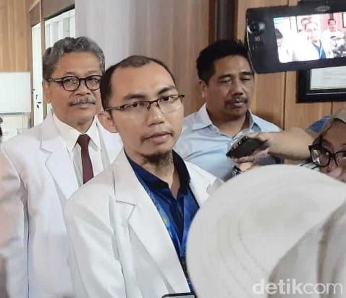 Tim dokter virus corona di RS Unair Surabaya