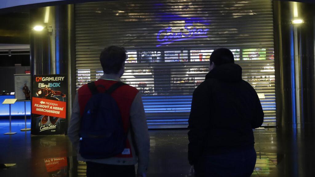 Corona Goyang Republik Ceko, Sekolah hingga Bioskop Ditutup