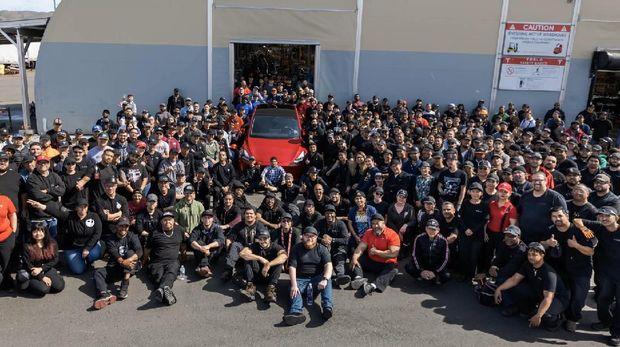 Tesla resmi produksi 1 juta unit