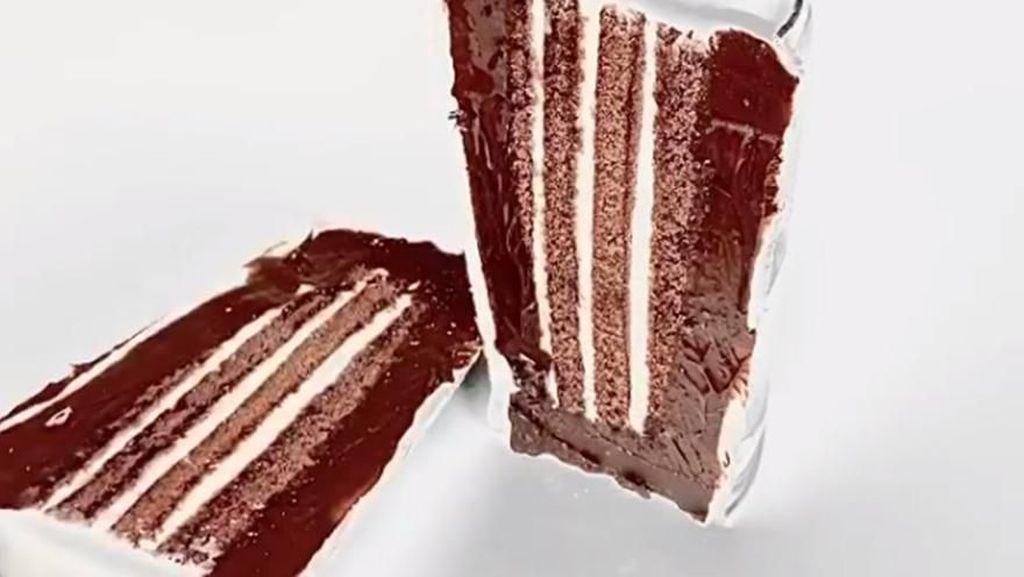 Awas Tertipu! 10 Kue Ini Punya Bentuk Persis Benda Aslinya