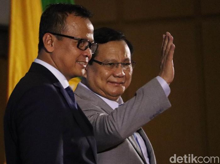 Menteri Kelautan dan Perikanan, Edhy Prabowo menjalani ujian sidang terbuka doktor di Unpad, Bandung, Jawa Barat, Rabu (11/3/2020). Acara itu dihadiri oleh Menteri Pertahanan Prabowo Subianto.