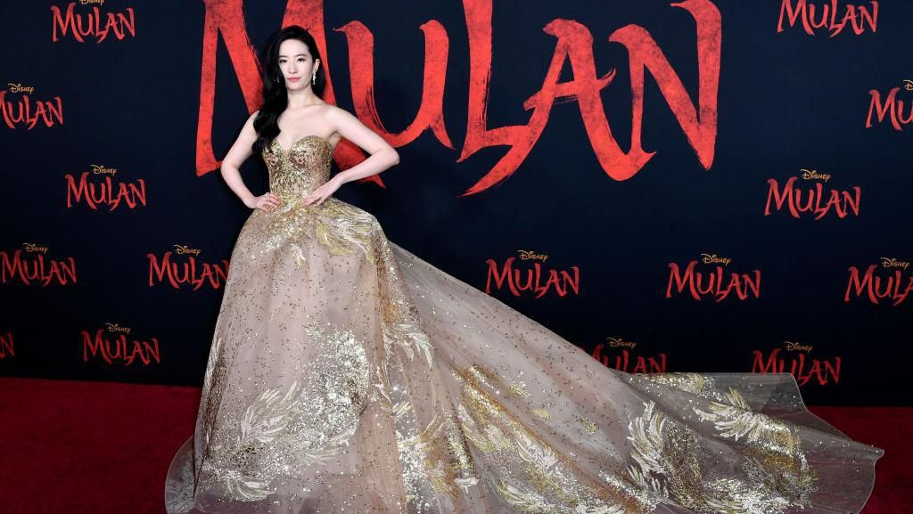 Cantiknya Bintang Mulan Liu Yifei Bak Princess Saat Premier Film
