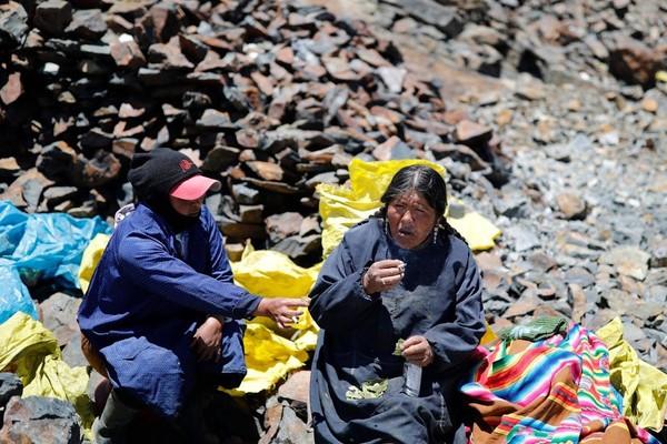 Datang ke La Rinconada, Chura bersama pendatang lainnya memenuhi kehidupan mereka dengan menjadi pallaqueras atau kasarnya disebut pemulung emas.