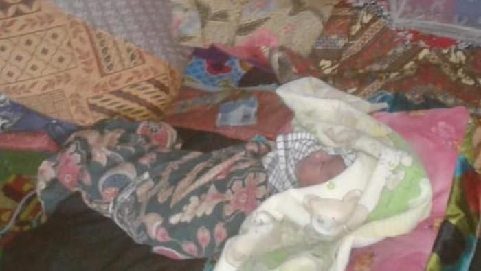 Bayi Lahir di Jalan Rusak Lebak