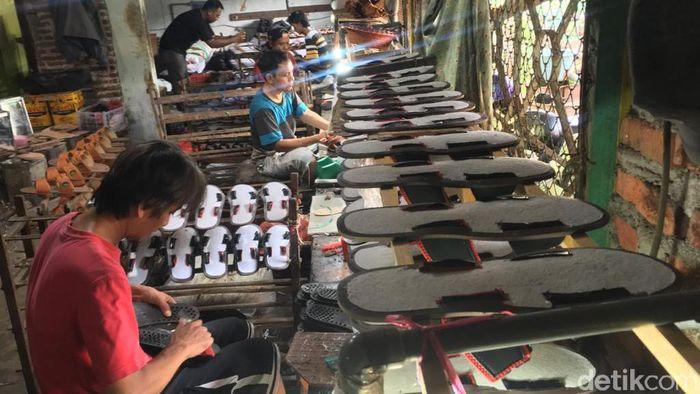 industri sandal di mojokerto lesu karena corona
