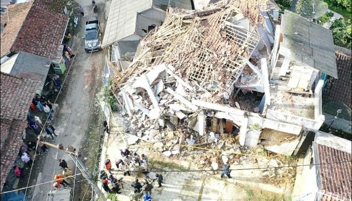 Penampakan kerusakan bangunan dampak gempa M 4,9 di Sukabumi