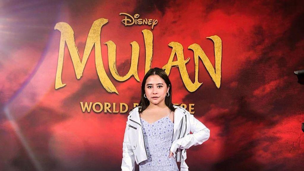 Gaya Prilly Latuconsina Jadi Tamu Premier Mulan di Los Angeles