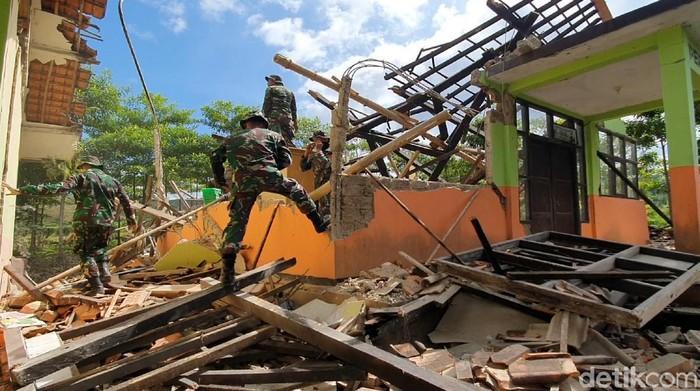 SD di Sukabumi Ambruk Akibat Gempa