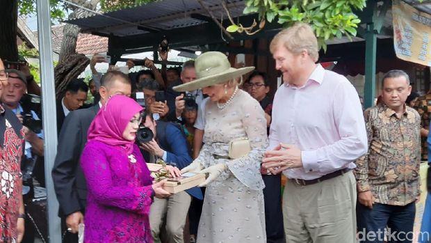 Mengintip Raja Belanda Belanja Batik di Kampung Cyber Yogyakarta