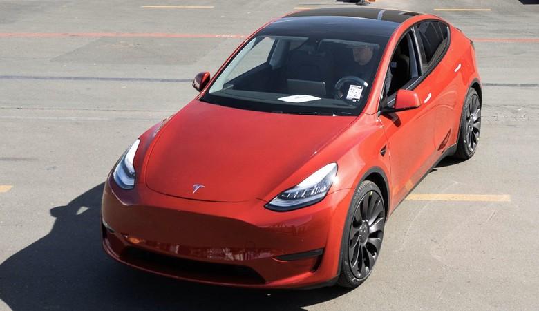 Tesla produksi 1 juta unit